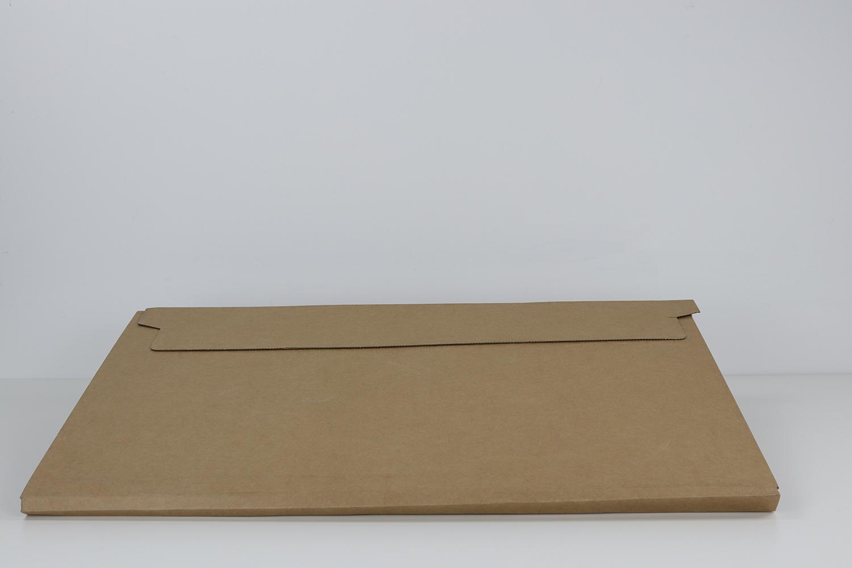 Die Lasche auf der Rückseite der Verpackung erleichtert das Öffnen und unterstützt den sehr professionellen Eindruck der gesamten Lieferung.