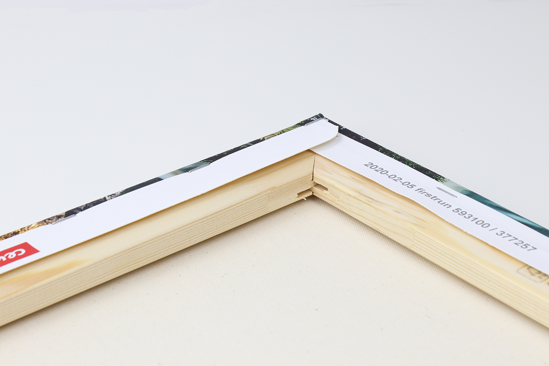 Das Holz des Keilrahmens ist gut verarbeitet und verspricht Robustheit und  Langlebigkeit.