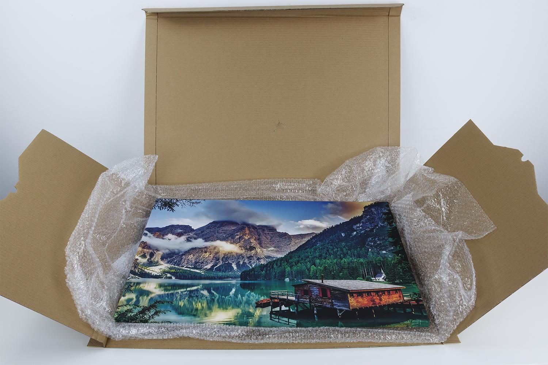 Die Verpackung der Fotoleinwand bietet ausreichend Schutz.